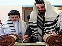 jew read the Torah